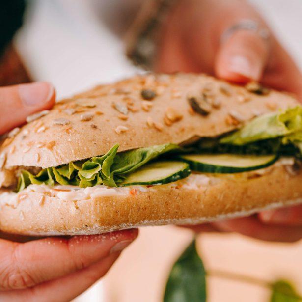 SANDWICH Tartinade de poisson, salade, concombre